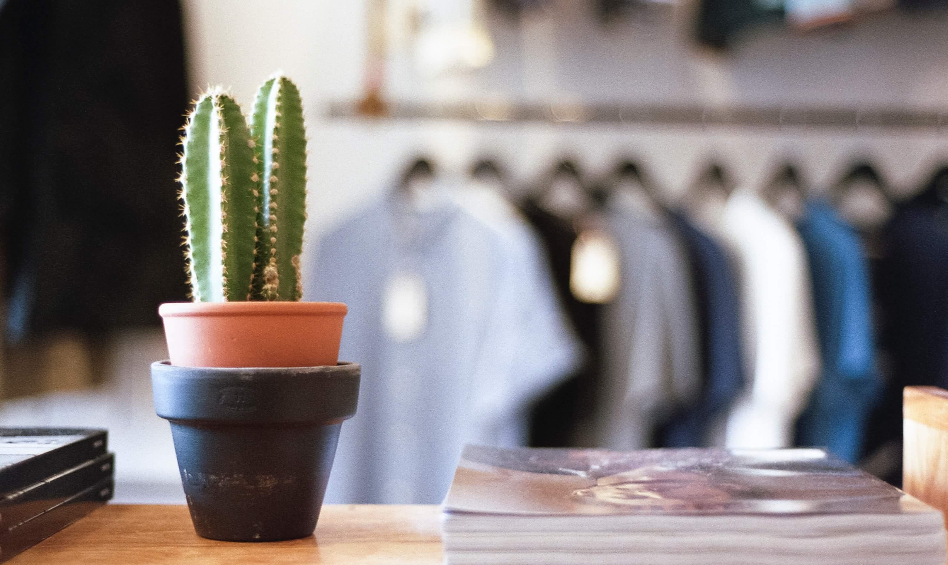 【オシャレなポロシャツの選び方】メンズポロシャツはサイズ感が命!おじさんっぽいコーデにならないために。